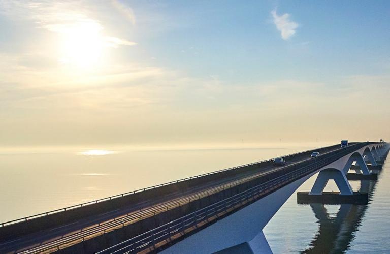 Picture of a bridge into the Horizon